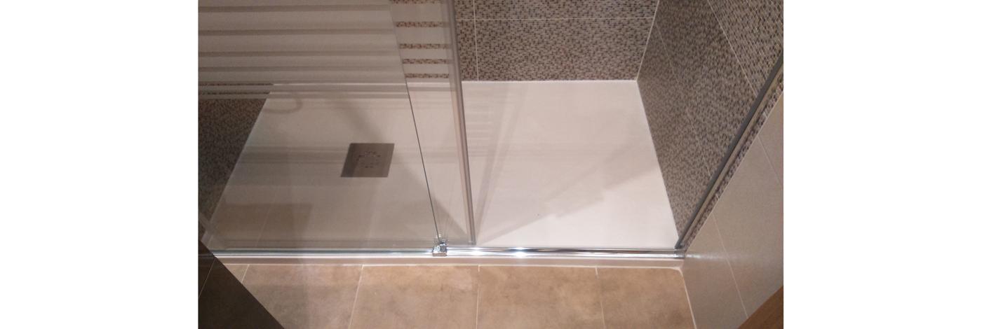 Reforma-completa-de-bano-con-plato-de-ducha-extraplano1400